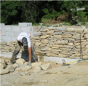 Murs en pierre entretien et r novation de piscine et for Modele de mur en pierre exterieur